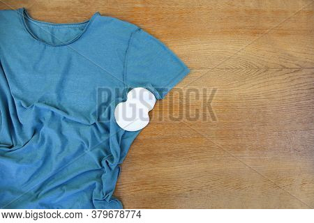 Strip From Sweat Attached To The Armpits To T-shirt.