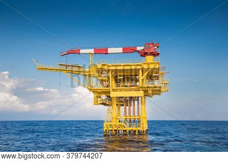 Offshore Oil And Gas Wellhead Remote Platform Produce Raw Gas Condensate Then Sent To Central Proces
