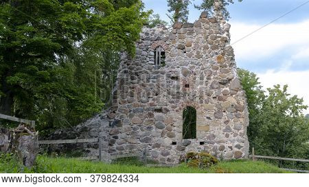 Medieval Castle Ruins In Latvia Rauna. Old Stoune Brick Wall Of Raunas Castle Where Was Living Archb