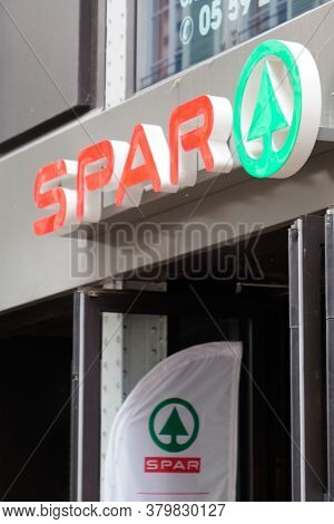 Bordeaux , Aquitaine / France - 08 04 2020 : Spar Sign Text And Logo Of Small Store Supermarket Loca