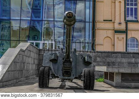 Kharkiv, Ukraine - July 20, 2020: 100 Mm Field Gun M1944 (bs-3) On Maidan Konstytutsii Near The M.f.