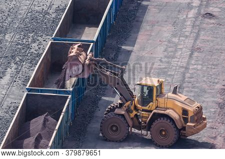 Swinoujscie, West Pomeranian / Poland - 2020:the Wheel Loader Works In A Fossil Mineral Storage Yard