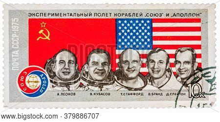 Ussr - Circa 1975: A Stamp Printed In The Ussr Shows Experimental Flight Of The Ships Union And Apol
