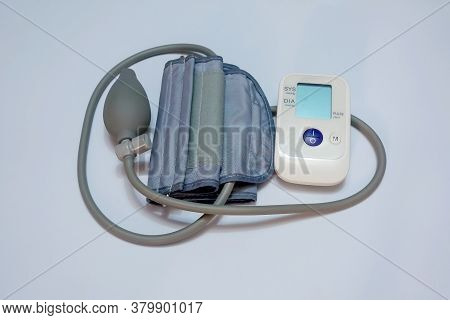 Portable Electronic Device For Measuring Blood Pressure At Home. Small Display, Semi-automatic Cuff.