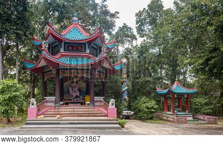 Phayao, Thailand - Nov 24, 2019: Guanyin Statue In Shrine And Small Dragon Shrine Of Thai Temple Wit