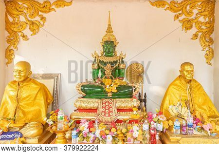 Phayao, Thailand - Dec 31, 2019: Emerald Buddha Statue And Gold Monk Statue In Wat Phra Nang Din Or