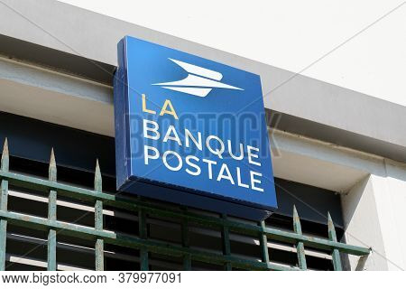 Bordeaux , Aquitaine / France - 08 04 2020 : La Banque Postale Sign And Text Logo On Post Office Fre