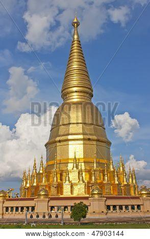 Wat Phra Bat Huai Tom.
