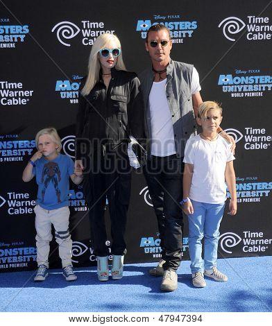 LOS ANGELES - JUN 17:  Gwen Stefani, Gavin Rossdale, Kingston and Zuma arrives to the '
