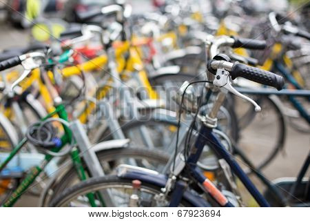 Bike rental service/Many bikes in a city context