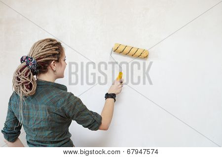 Young Woman Primed The Wall.