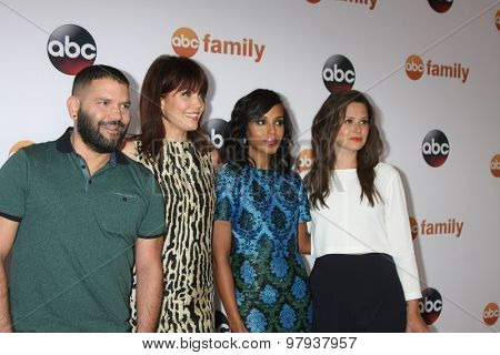 LOS ANGELES - AUG 4:  Guillermo D�­az, Bellamy Young, Kerry Washington, Katie Lowes at the ABC TCA Summer Press Tour 2015 Party at the Beverly Hilton Hotel on August 4, 2015 in Beverly Hills, CA