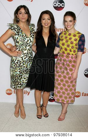 , LOS ANGELES - AUG 4:  Chloe Bennet, Ming Na Wen, Elizabeth Henstridge at the ABC TCA Summer Press Tour 2015 Party at the Beverly Hilton Hotel on August 4, 2015 in Beverly Hills, CA