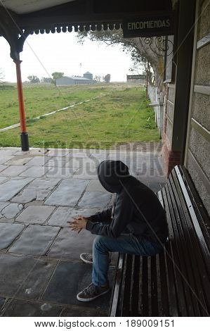 Solitary teenager trying to find the meaning of his life ... and love, at a railway station in Buenos Aires