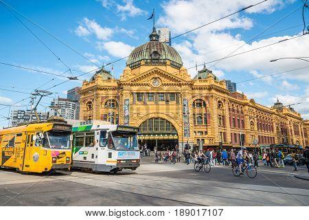 Melbourne, AUSTRALIA - AUGUST 22 2015: Flinders street station the iconic of Melbourne, Australia.