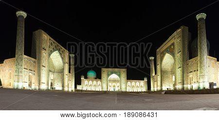 Square Registan night. Samarkand . Uzbekistan .