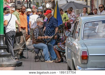Russia, Moscow, Mary 23, 2017. Street artist on Old Arbat