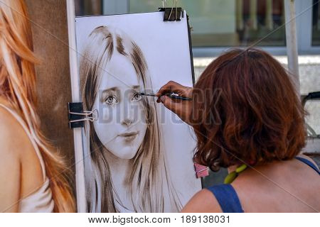 Russia, Moscow, Mary 23, 2017. Moscow streets, Street artist on Old Arbat