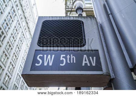Red light and street sign 5th Av in Portland - PORTLAND - OREGON