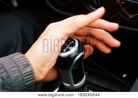 Hand shifting a manual gear of the VW GTI