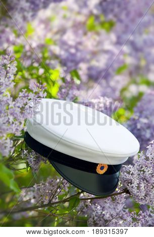 Swedish graduation cap and flowers