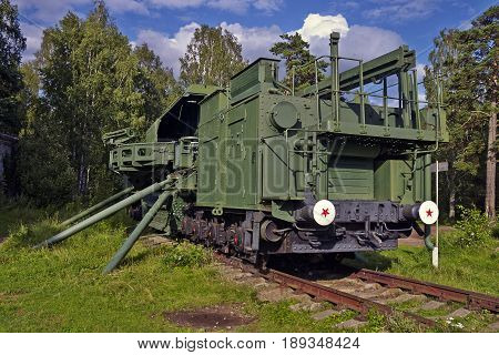 TM-1-180 railroad gun in Krasnaya Gorka fort front view