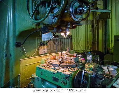 old big 5-axis milling machine with all manual controls and rotating table