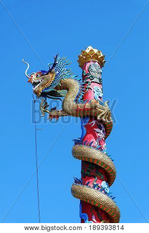 Chinese dragon statue. Dragon statue, Chinese dragon