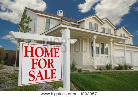 Haus zum Verkauf-Zeichen & neues Zuhause