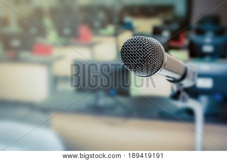 Microphone in the computer room for talker with defocused background selective focus on microphone