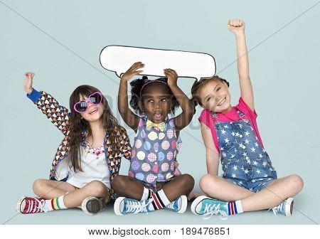 Little Children Holding Chat Bubble Papercraft