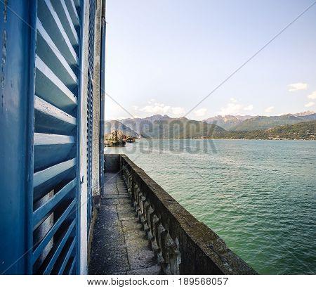 window lake view terrace venetian blinds italy