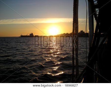 Darwinsunsetboat2