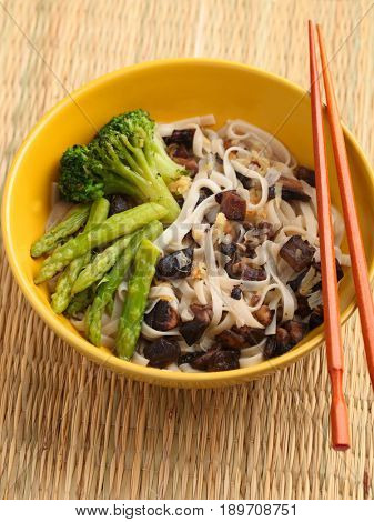 Udon noodle soup with mushroms, asparagus, and broccoli