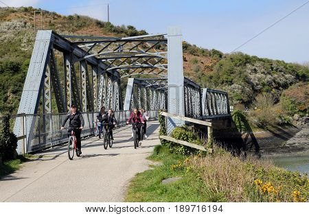 Camel Estuary, Cornwall, Uk - April 4 2017: Cyclists On The Disused Iron Railway Bridge On The Camel