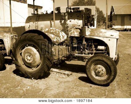 Tractorsepia