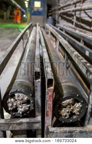 Drilling heads for tunnel piperoof grouting machinery