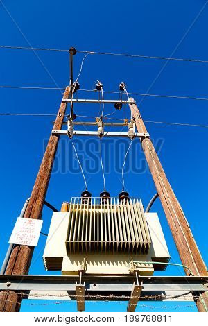 In Oman The Electric Cable Wood
