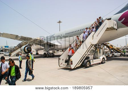 Qatar. May 2009. Passengers disembark from the aircraft Qatar Airways at the airport of Doha