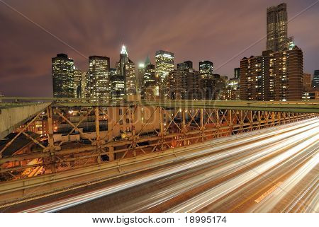 Coches en puente de Brooklyn