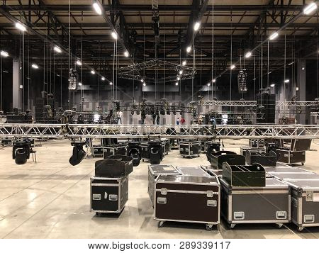 Installation Of Professional Sound, Light, Video And Stage Equipment For A Concert. Stage Lighting E