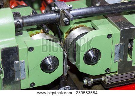 Automatic Screw Making Machine ( Treat Screw Centerless Machine)  At Factory