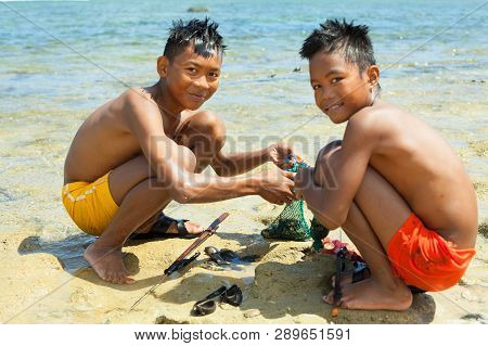 Katanduwanes, Philippines - March 1, 2019: Two Children On The Shore Of The Pacific Ocean