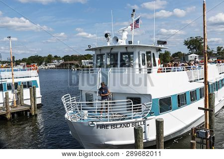 Bay Shore, New York, Usa - 25 August 2018: The Fire Island Belle Ferry Boat Leaving The Bay Shore Do