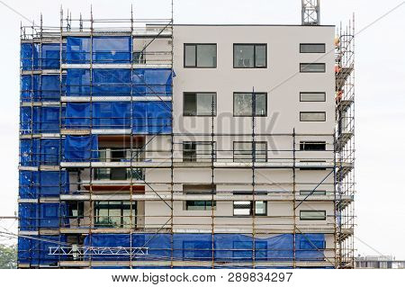 Gosford, New South Wales, Australia - February 21, 2019: Removing Scaffolding And Safety Netting Pro