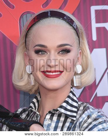 LOS ANGELES - MAR 14:  Katy Perry arrives for the iHeart Radio Music Awards 2019 on March 14, 2019 in Los Angeles, CA