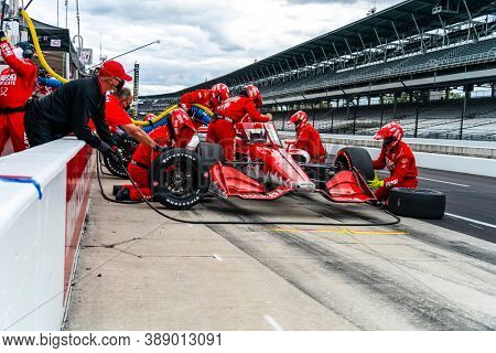 October 02, 2020 - Indianapolis, Indiana, USA: MARCUS ERICSSON (8) of Kumla, Sweden  brings his car in for service during the Harvest GP at Indianapolis Motor Speedway in Indianapolis Indiana.