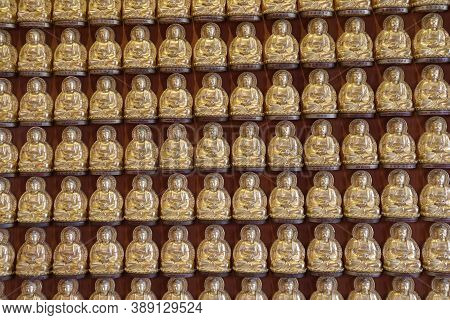 Nonthaburi,thailand July 10, 2017: Many Small Buddha All Of Wall At The Heaven Of Ten Thousand Buddh