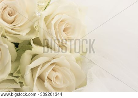 Wedding White Bridal Veil And White  Rose Flower Bouquet