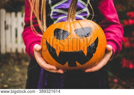 halloween pumpkin.lighted halloween pumpkin.halloween party.halloween costume.halloween pumpkins